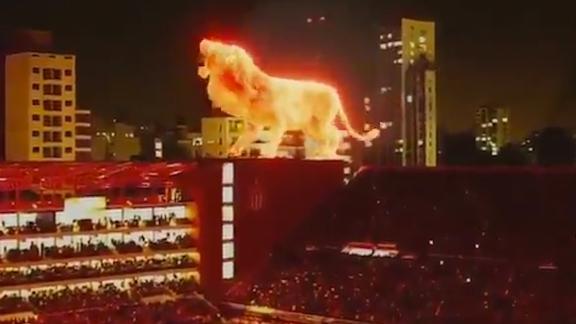 Ar iespaidīgu hologrammas šovu atklāj Estudiantes stadionu Argentīnā